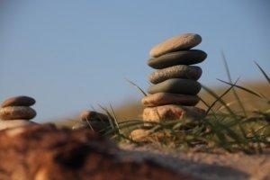 Steinturm am Strand